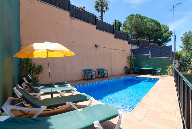 for rent detached holiday villa luisa maria in blanes for 10 people a spacious new holiday. Black Bedroom Furniture Sets. Home Design Ideas