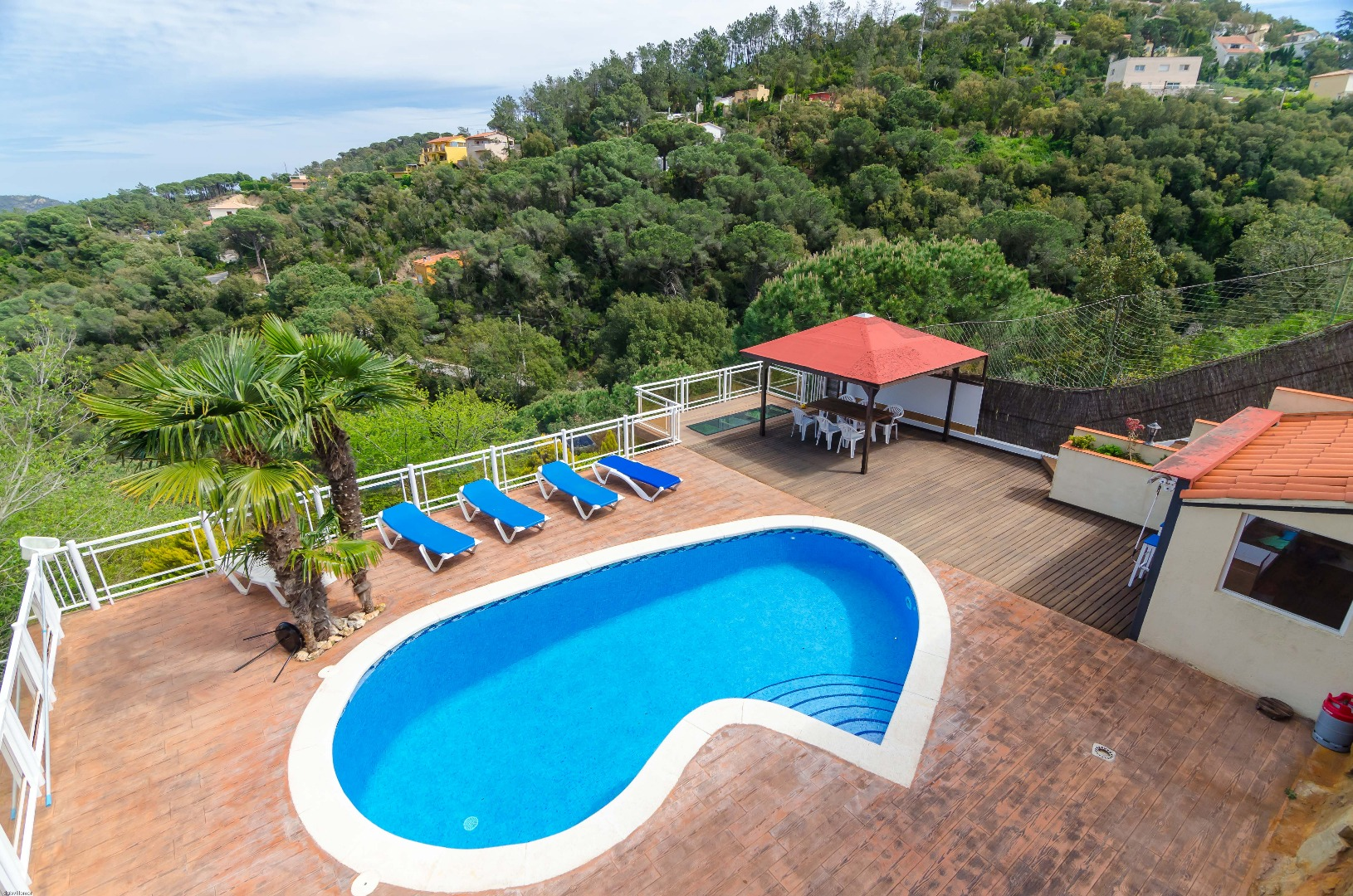 Spacious luxury villa near Lloret de Mar - with a lovely swimmingpool.