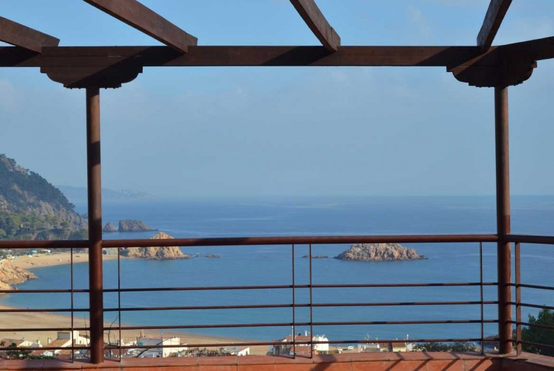 Super Villa Nelly; detached holiday villa for couples near Tossa de Mar. OY31