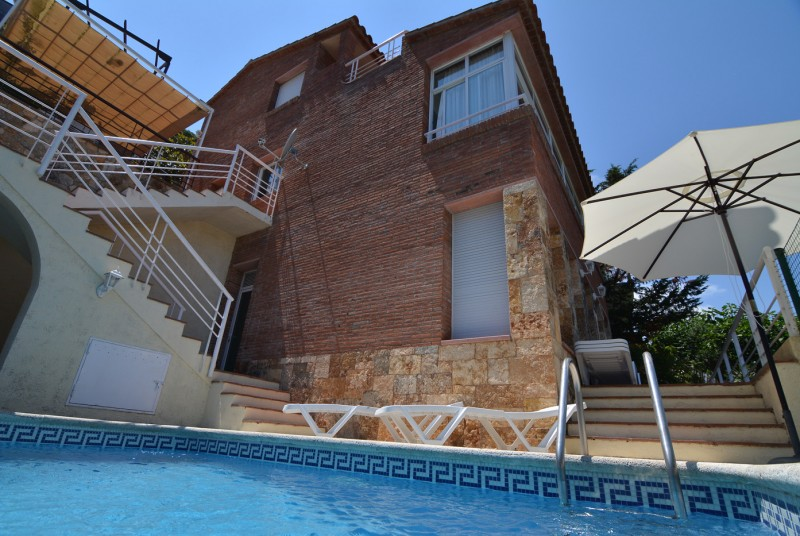 Bien-aimé Villa Nelly; detached holiday villa for couples near Tossa de Mar. WU93