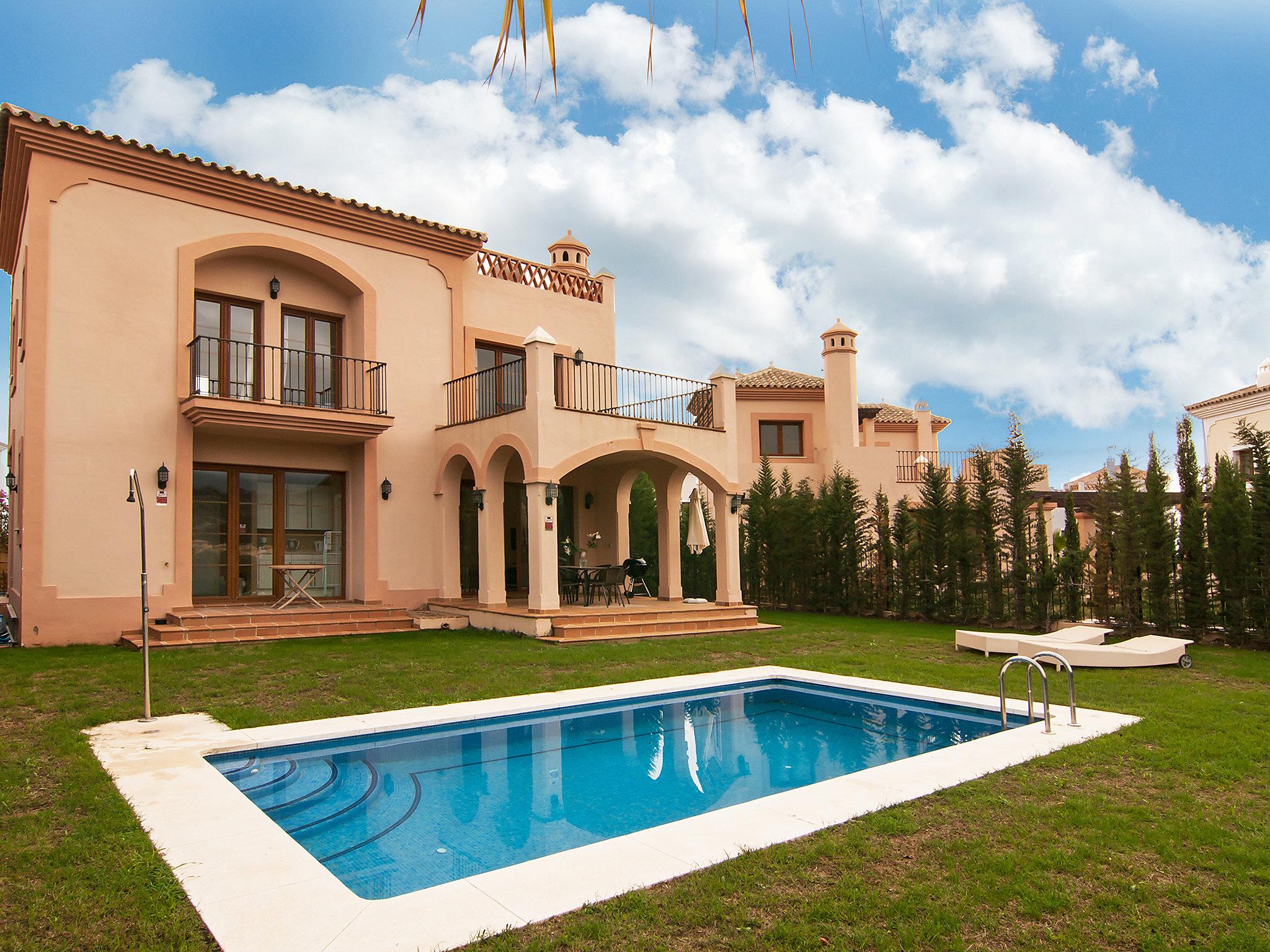 location villa estepona costa del sol maison espagne granadillas. Black Bedroom Furniture Sets. Home Design Ideas